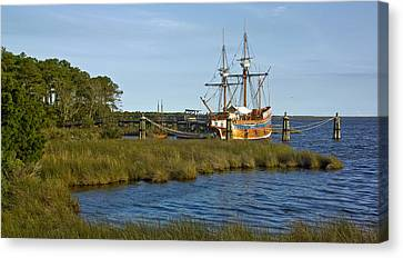 Canvas Print featuring the photograph Elizabeth II In Port  by Greg Reed