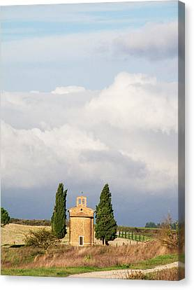 Europe, Italy, Tuscany, San Quirico Canvas Print by Julie Eggers