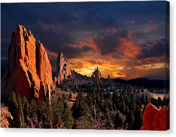 Evening Light At The Garden Canvas Print