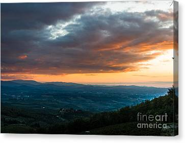 Evening View Of The Tuscan Countryside Canvas Print by Peter Noyce