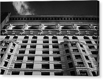 Facade Of The Flatiron Building On Broadway 23rd Street And 5th Avenue New York Canvas Print by Joe Fox