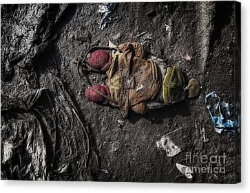 Face Doon In The Dirt Canvas Print by John Farnan