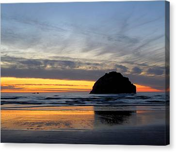 Face Rock Streaks Canvas Print by Suzy Piatt