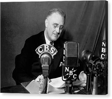 Fdr Addresses Labor Strikes Canvas Print by Underwood Archives