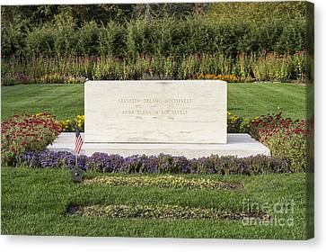 Fdr Burial Site Canvas Print by John Greim