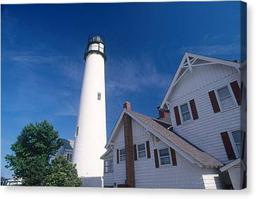 Fenwick Island Lighthouse Canvas Print by Bruce Roberts