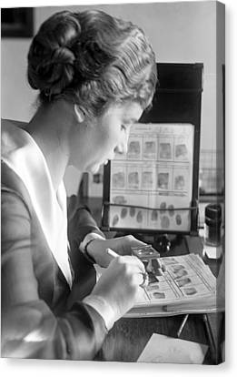 Fingerprint Analysis, 1918 Canvas Print by Science Photo Library
