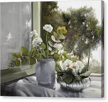 Fiori Bianchi Alla Finestra Canvas Print