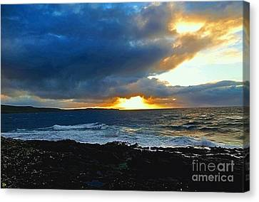 Fire In The Skye Canvas Print by Andy Heavens