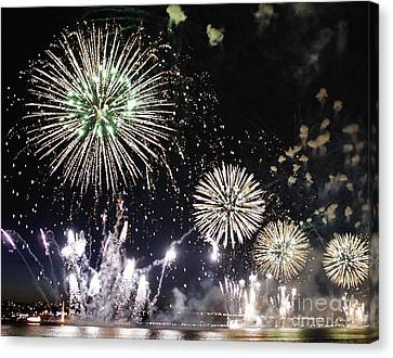 Canvas Print featuring the photograph Fireworks Over The Hudson River by Lilliana Mendez