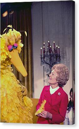First Lady Pat Nixon Meeting With Big Canvas Print by Everett