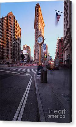 Flatiron Area In Motion Canvas Print
