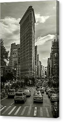 Flatiron Building - Black And White Canvas Print