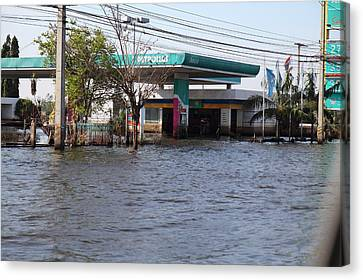 Flooding Of Stores And Shops In Bangkok Thailand - 01133 Canvas Print by DC Photographer