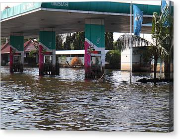 Flooding Of Stores And Shops In Bangkok Thailand - 01135 Canvas Print by DC Photographer