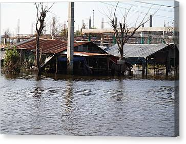 Flooding Of Stores And Shops In Bangkok Thailand - 01138 Canvas Print by DC Photographer