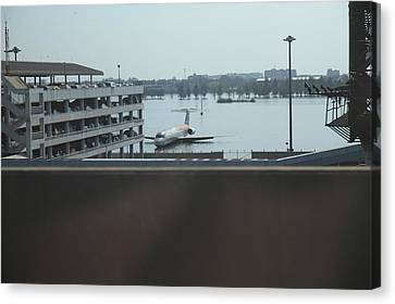 Flooding Of The Airport In Bangkok Thailand - 01133 Canvas Print by DC Photographer
