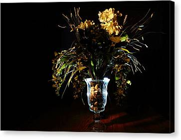 Canvas Print featuring the photograph Floral Arrangement by David Andersen