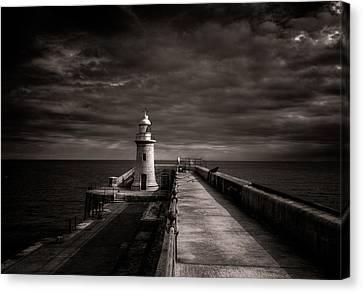 Folkestone Lighthouse Canvas Print by Ian Hufton