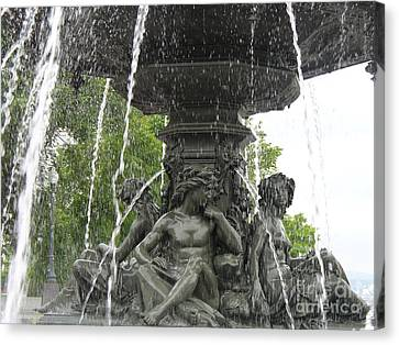 Fontaine De Tourny Canvas Print