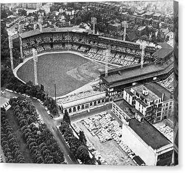 Forbes Field In Pittsburgh Canvas Print by Underwood Archives