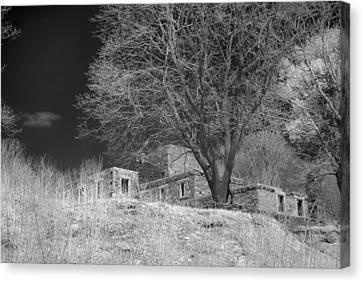 Fort Williams In Ir 3 Canvas Print by Joann Vitali