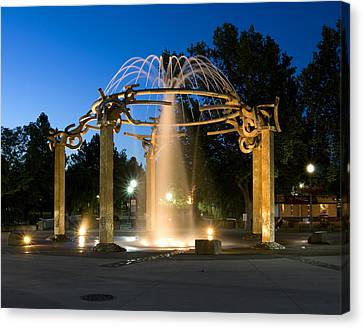 Fountain In Riverfront Park Canvas Print