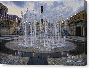 Fountain Of Plaza Del Quinto Centenario Canvas Print by George Oze