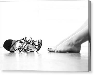 Free Feet With Long Toes Vs. Strappy Sandals Canvas Print by Happy Feet