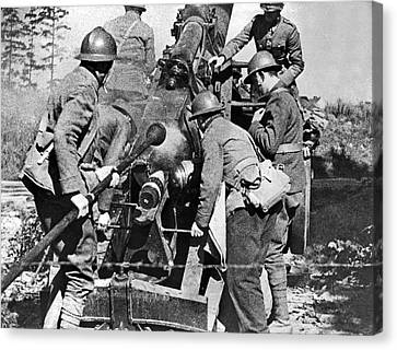 French Soldiers Fire Their 155mm Artlillery Piece At German Posi Canvas Print by Underwood Archives