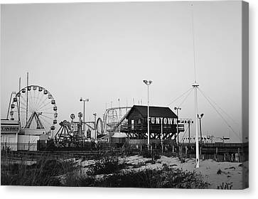 Fun At The Shore Seaside Park Nj Black And White Canvas Print