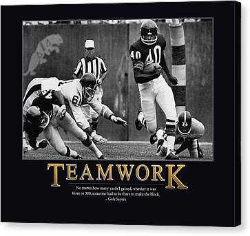 Gale Sayers Teamwork Canvas Print by Retro Images Archive