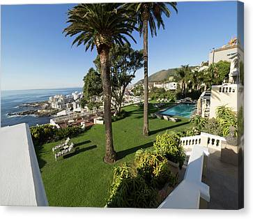 Garden And Pool Of Ellerman House Canvas Print