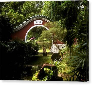 Canvas Print featuring the photograph Garden Moon Gate 21e by Gerry Gantt