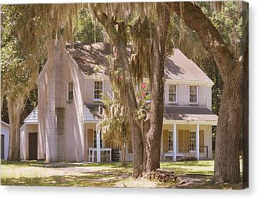 Generals Quarters At Fort Mcallister Canvas Print by Linda Covino
