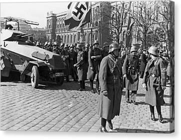 German Panzer In Vienna Canvas Print by Underwood Archives