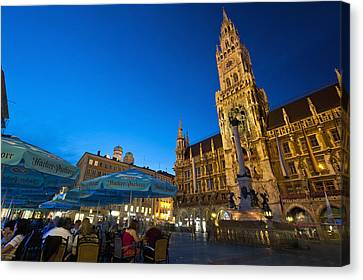 Germany, Bavaria, Marienplatz Munch Canvas Print by Ian Cumming