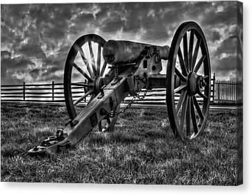 Gettysburg Battlefield Cannon Bw Canvas Print by Susan Candelario