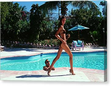 Gisele Bundchen Walking Poolside Canvas Print by Arthur Elgort