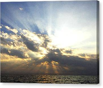 Glorious Rays Of Sunshine Canvas Print