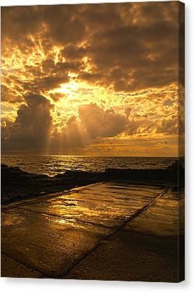 God Rays Canvas Print by Meir Ezrachi