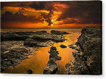 Golden Kailua Beach Sunrise In Oahu Canvas Print