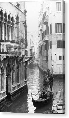 Gondoliers In Venice Canvas Print by Dorothy Berry-Lound