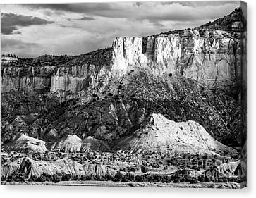 Good Morning Ghost Ranch - Abiquiu New Mexico Canvas Print by Silvio Ligutti