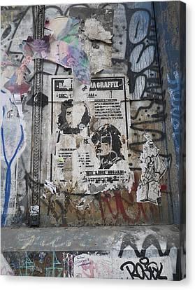 Graffiti In New York City Che Guevara Mussolini  Canvas Print