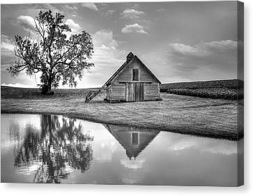 Grain Barn - Lone Tree Canvas Print