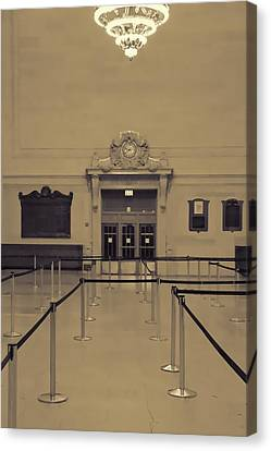 Grand Central Terminal Line Canvas Print by Dan Sproul
