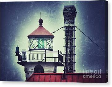 Canvas Print featuring the photograph Green Fresnel Gleaming by Mark David Zahn