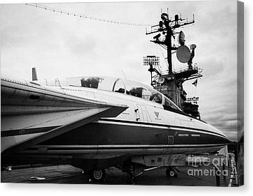 Grumman F14 Tomcat On The Flight Deck Of The Uss Intrepid At The Intrepid Sea Air Space Museum Canvas Print by Joe Fox