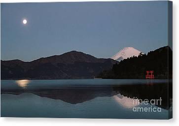 Canvas Print featuring the photograph Hakone Lake by John Swartz